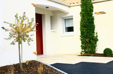 aménagement extérieur d'entrée de maison