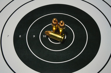 Sharpshooting target with three rounds