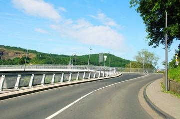 Auffahrt zur Brücke