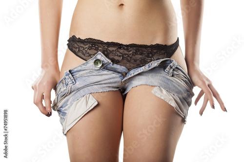 фото порно снимает шорты