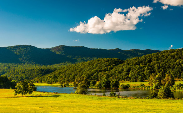 View of the Shenandoah River and Massanutten Mountain, in the Sh