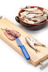 Spinatura dei pesciolini crudi