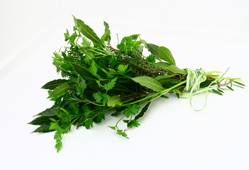 bouquet garni,persil,laurier,thym,et romarin,isole,fond blanc