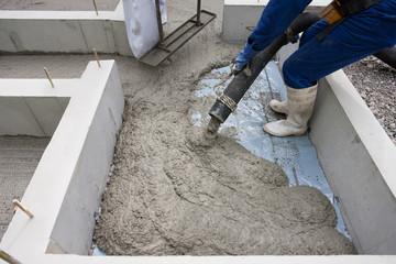 住宅の基礎工事 生コン打設