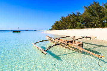 Foto op Plexiglas Zanzibar Traditional fisherman boat lying near the beach in clear water