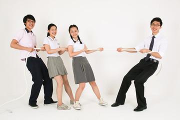 스튜디오 안의 고등학생들