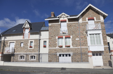 Modern granite house in Saint-Malo