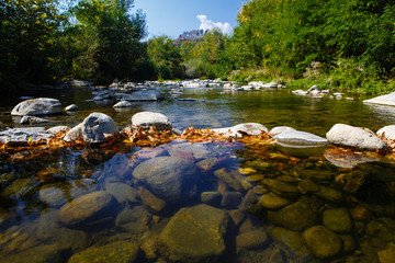Foto auf Leinwand Fluss Dam from stones on the mountain river