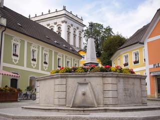 Marktplatz von St. Florian - Wallfahrtsort - im Hintergrund das Stift St. Florian