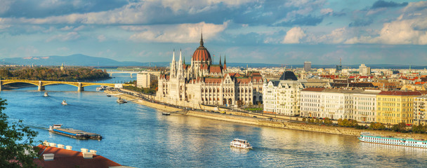 Photo sur Toile Budapest Panoramic overview of Budapest