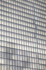 Fassade eines modernen Bürogebäudes in Paris, Frankreich