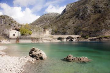 Lago di San Domenico,a Villalago Aquila. La diga