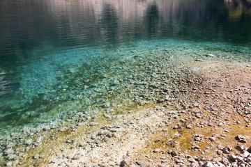 Lago di San Domenico,a Villalago Aquila. Sassi nel blu