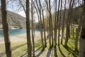 Lago di San Domenico,a Villalago Aquila. Ombre.