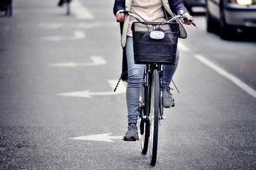 Fototapete - Female bicyclist on the street