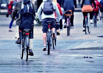 Fototapete - Bike crowd on their way home