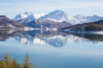Foto auf Acrylglas Reflexion Lago di Campotosto, Abruzzo