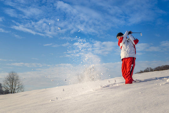 Golfschlag im Schnee