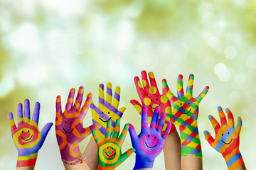 Bemalte Kinderhände