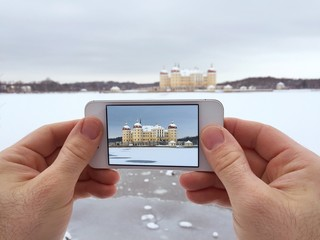 take a picture with a smartphone