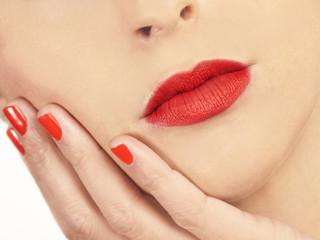 Beauty rostro de mujer labios rojos