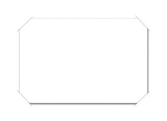carte blanche sur fond blanc sous encoches