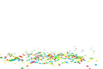 Konfetti auf weißem Hintergrund