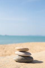 Foto op Plexiglas Stenen in het Zand Stones balance, pebbles stack on sunny sea beach