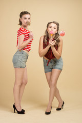 GIRLS WITH BIG CANDYS