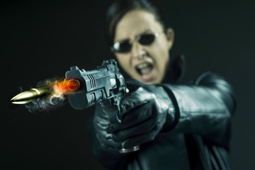 Female agent pointing a gun