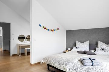 Schlafzimmer Bett moderne Wohnung