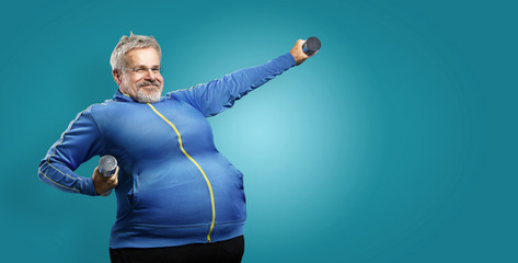 Übergewichtiger mann versucht abzunehmen