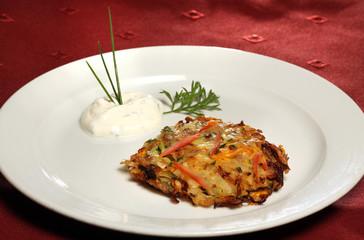 Möhren-Kartoffel-Rösti mit Kräuterdip