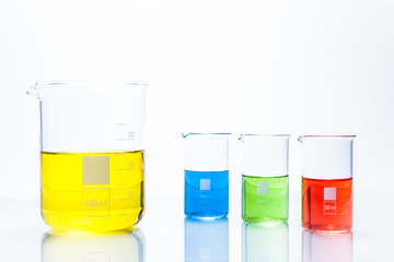 Set of temperature resistant cylindrical beakers with color liqu
