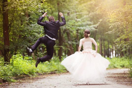 Running wedding couple