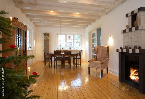 Wohnzimmer Mit Kamin Und Weihnachtsbaum Stock Photo And Royalty
