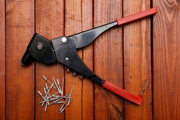 Riverting tool