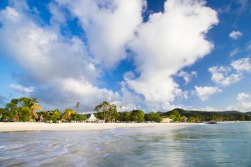 wunderschöner Strand auf Antigua, Karibik