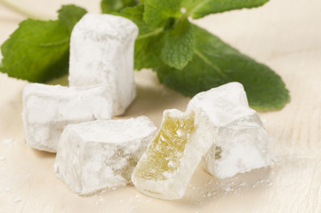 Lukum (Turkish Delight) with mint