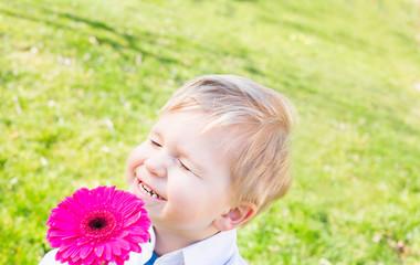 lachender junge