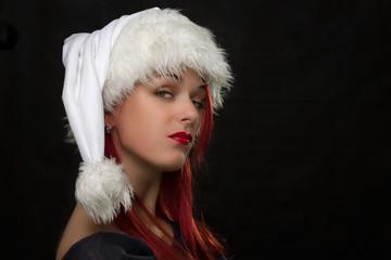 Портрет девушки в рождественском колпаке