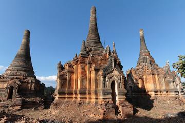 Ruines de pagodes en brique à Shwe Indein