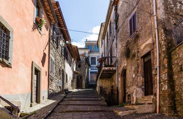 ulica w średniowiecznym mieście, Włochy - 76218863