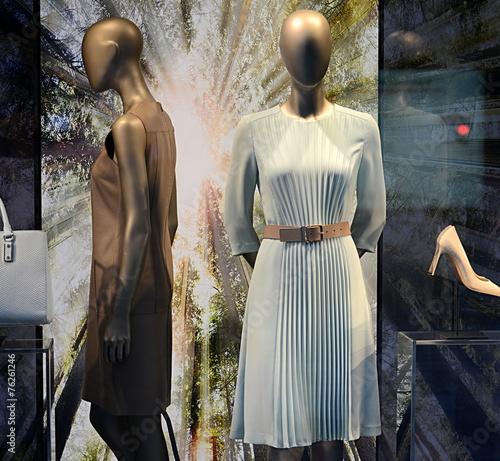 Pr t porter f minin photo libre de droits sur la - Grossiste pret a porter feminin sur barcelonne ...