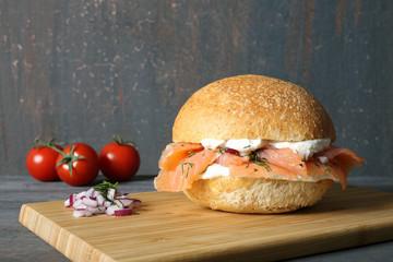 panino con salmone affumicato e formaggio