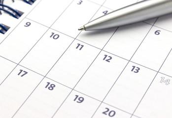 Kalender mit Kugelschreiber