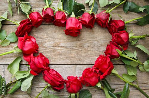 herz aus rosen stockfotos und lizenzfreie bilder auf bild 76429637. Black Bedroom Furniture Sets. Home Design Ideas