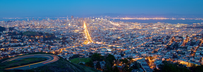Fototapete - San Francisco Cityscape at Night