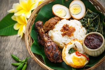 nasi campur, Plat traditionnel Indonésien