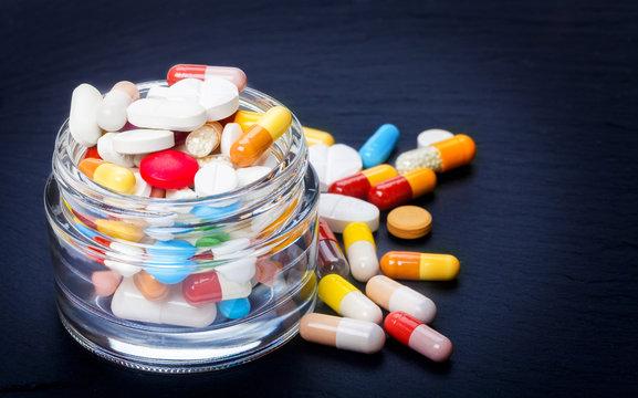 Bunte Tabletten, Dragees, Pillen